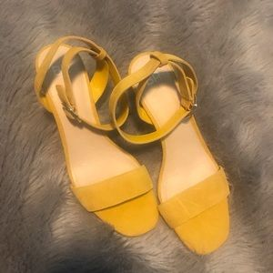NWOT gorgeous yellow suede sandals
